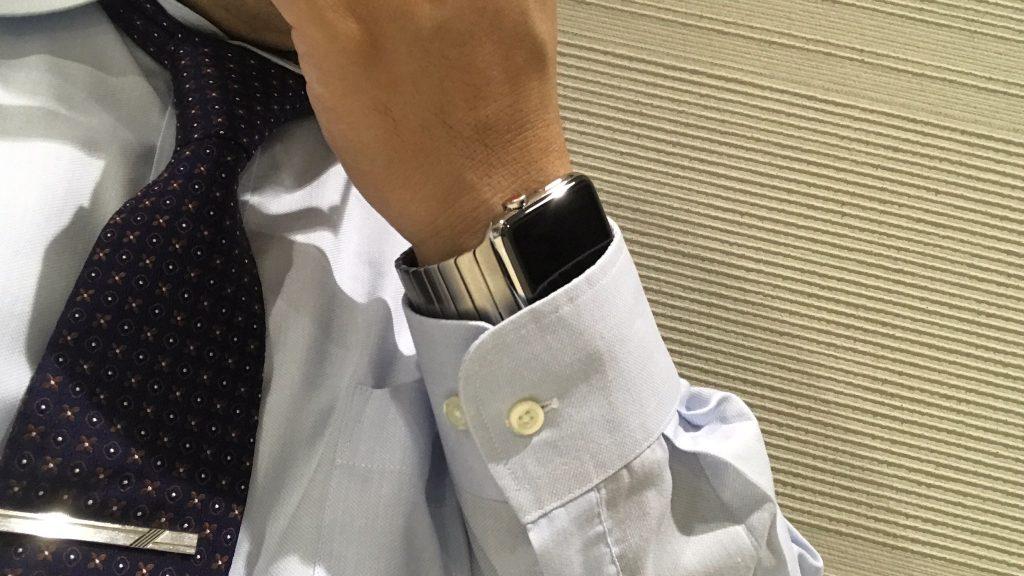 Apple Watch リンクブレスレットはスーツに合うね