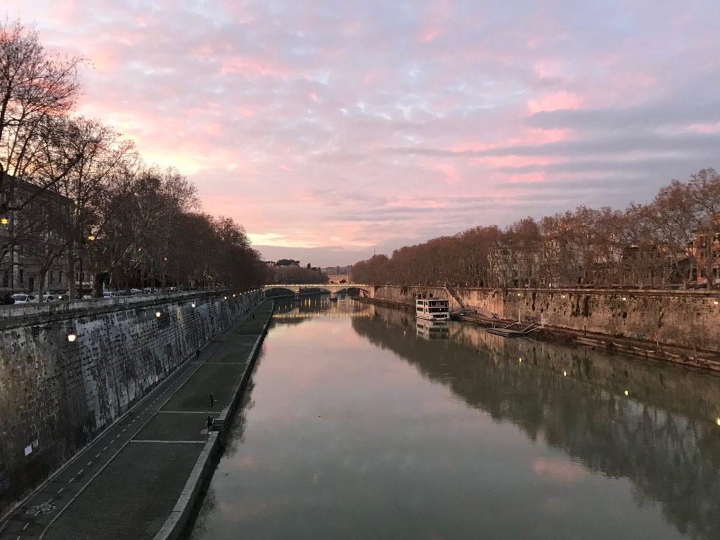 ローマ テヴェレ川の夕焼け