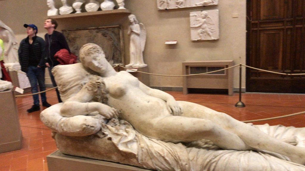 芸術はエロだろ!アカデミア美術館の美女軍団!