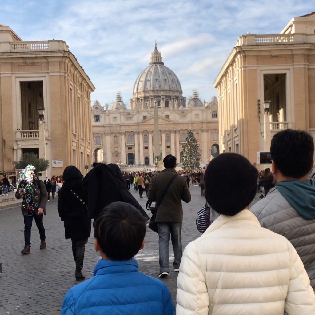 サン・ピエトロ広場へ歩く