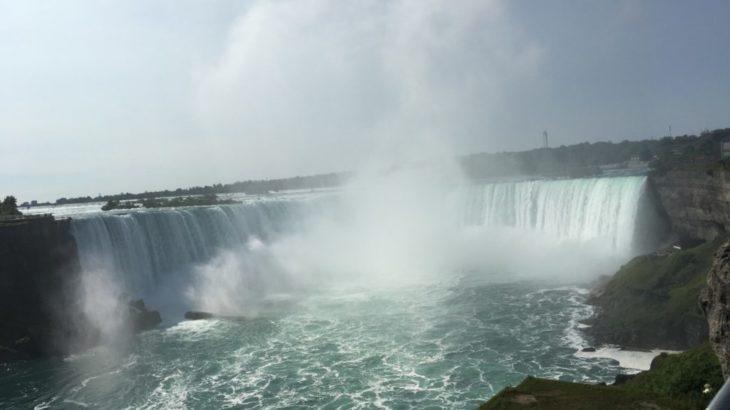 【ナイアガラ 家族旅行記#08】カナダは赤。アメリカは青。