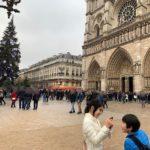 【パリ家族旅行術#31】ここがノートルダム大聖堂の塔の入り口